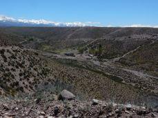 Durch die Pampas. Entweder nur gerade aus oder durch einen Canyon.