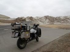 Vom Titicacasee zur Küste - da geht's bis fast 5.000m hoch. Mir ging's ziemlich mies - habe mich rechts daneben hingelegt, nach einer Stunde bin ich aufgewacht ...