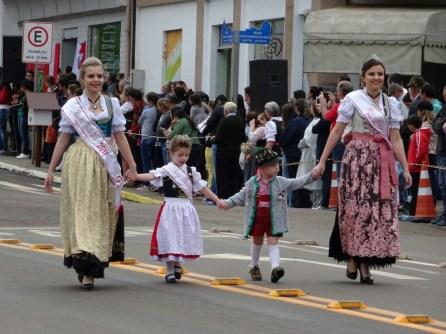 """Die """"Königinnen"""" auf dem Tirolerfest in Dreizehnlinden"""