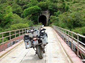 Von Villaviejo nach Bogota - Brücke über den Fluss La Madeleine