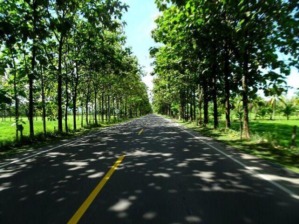 Straße direkt am Darien Gap - https://de.m.wikipedia.org/wiki/Tapón_del_Darién