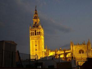Von unserem Appartment zur Catedral de Sevilla ...