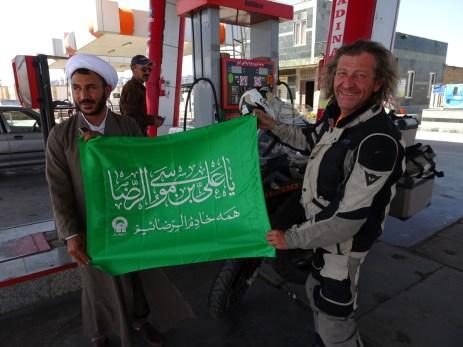 Foto an der Tankstelle mit dem Iman - Schahrud
