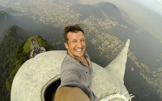 Lee Thompson climbed to  the top of the Christ the Redeemer statue in Rio