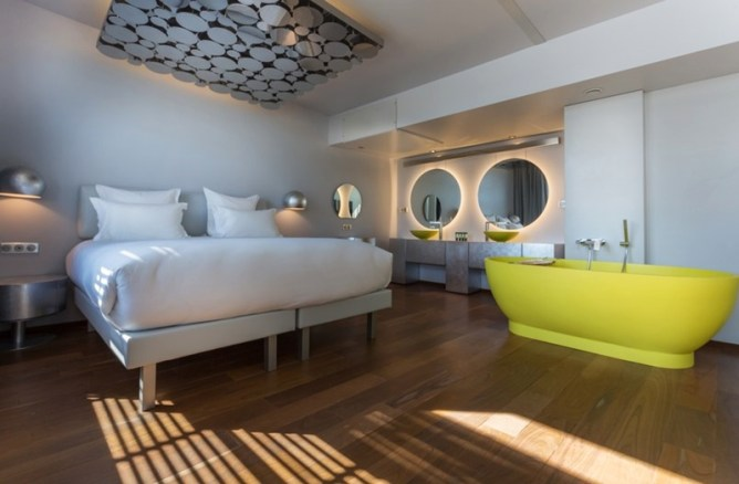 A Floating Hotel in Paris - designer silver suite 2