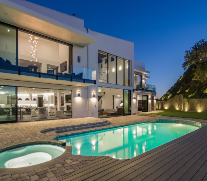Celebrity Homes: Whose Beverly Hills home is this? Take Poll