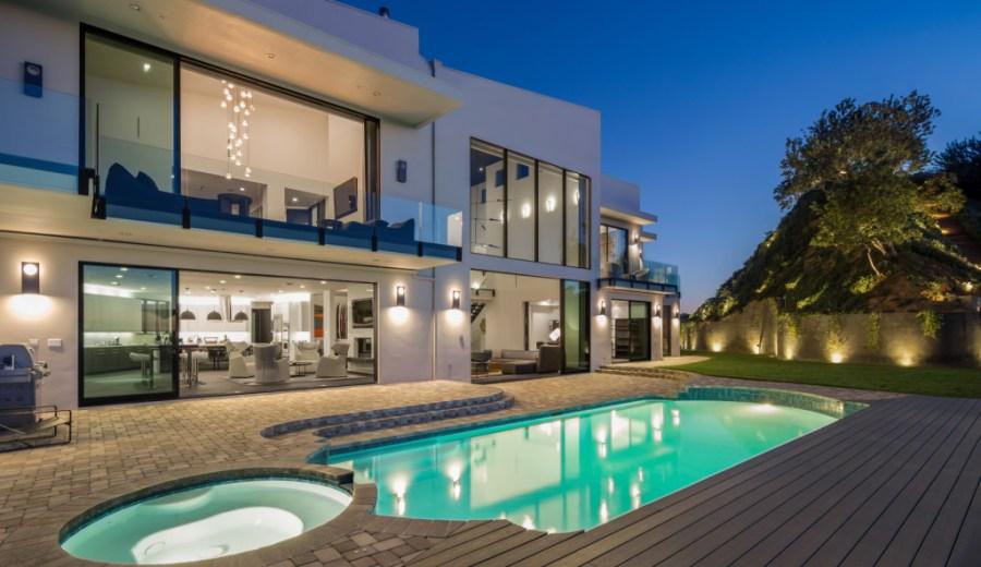 celebrity-homes-john-legend