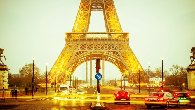 Paris Attractions : A Guide to Sightseeing in Paris, France Louvre Toni Payne Travel eiffel tower