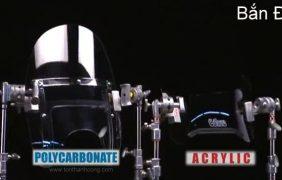 Polycarbonate vs Mica – Thử nghiệm chịu lực Bắn Đá