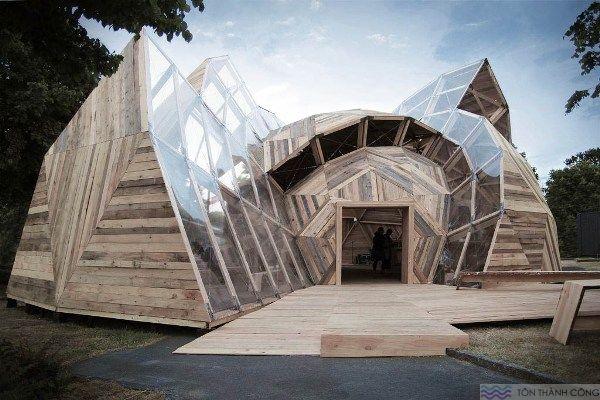 Nhà Vòm làm bằng tấm lợp lấy sáng polycarbonate kết hợp với gỗ tự nhiên