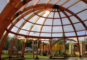 Nhà Vòm làm bằng tấm lợp lấy sáng polycarbonate kết hợp với hệ khung gỗ tự nhiên