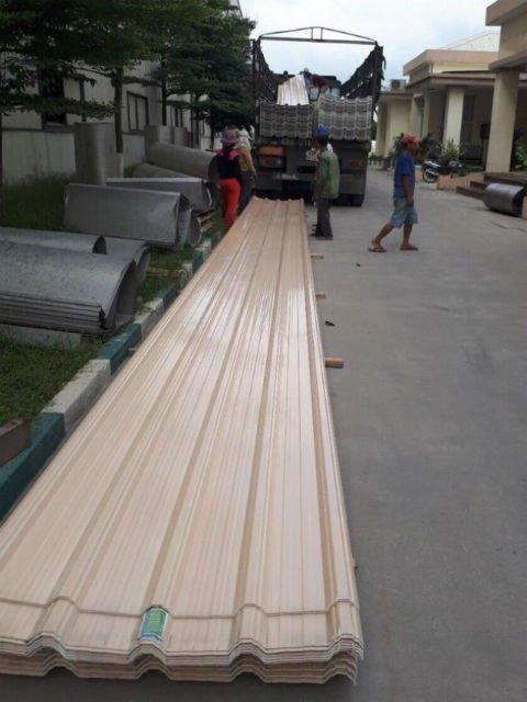 Giao nhận hàng Nhà máy gạch men VITTO - Huế, Tôn Nhựa ASA/PVC màu Trắng Sữa