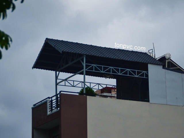 Hình 06 : bên phải nhà mặt tiền Lũy Bán Bích - TP.HCM, cải tạo sân thượng