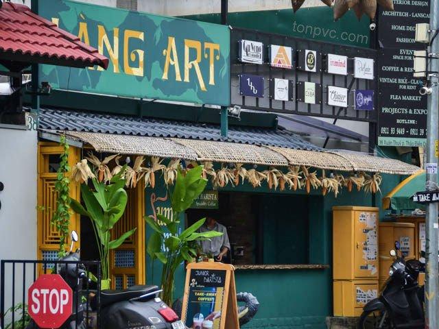 Hình 01 : mái quán cà phê Làng Art, Ngói Nhựa ASA/PVC màu Xám Đen