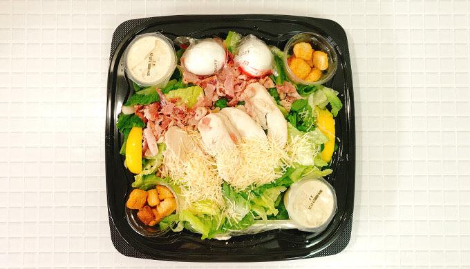 チキン&ベーコンシーザーサラダ(パッケージフタ開け)