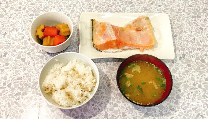 マルコメ料亭の味みそ汁減塩(焼き鮭定食)