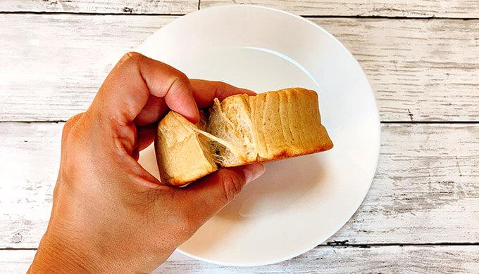 低糖質パン(ちぎった様子)