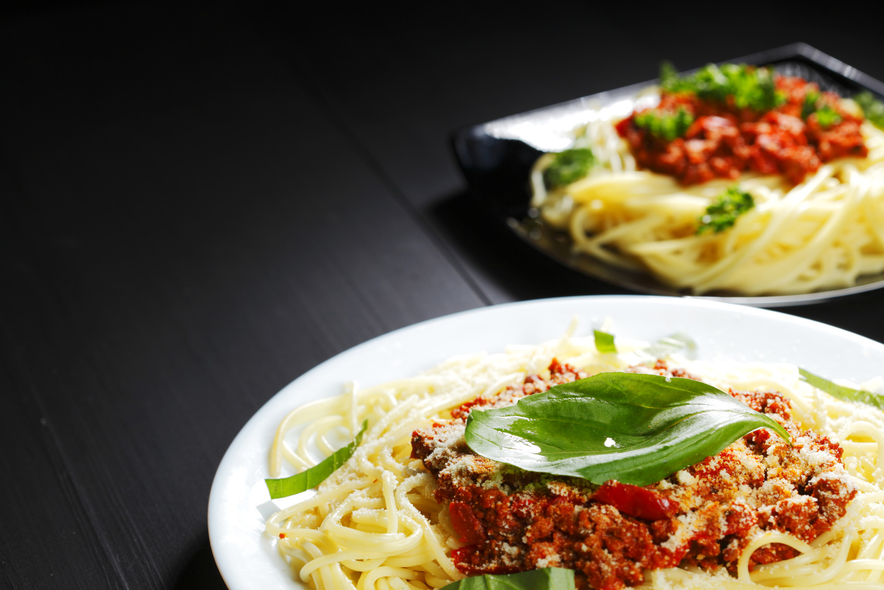 photodune-4874661-spaghetti-bolognese-with-basil-m
