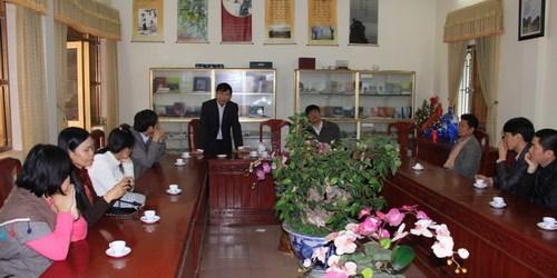 Các nhà thơ trẻ giao lưu với sinh viên ĐH Hoa Lư và thăm nghệ nhân hát xẩm Hà Thị Cầu