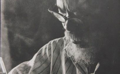 Gia đình nhà văn Trần Dần tặng ảnh cho Hội Nhà văn Hà Nội