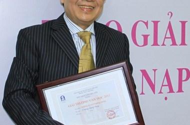 Trương Đăng Dung: Thơ khám phá và giãi bày bản thể