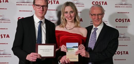 Giải Sách Costa của năm thuộc về Helen Dunmore