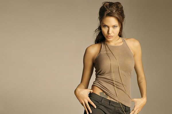 Yong-Hot-and-Beautiful-Angelina-Jolie.jpg
