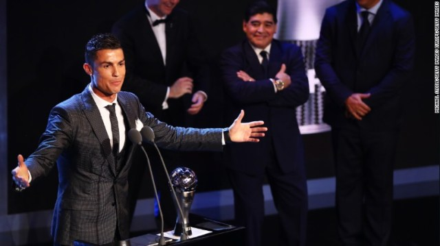 171023214147-cristiano-ronaldo-best-fifa-mens-player-2017-exlarge-169.jpg