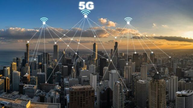 5G Connection Technology over Top view building of Chicago cityscape