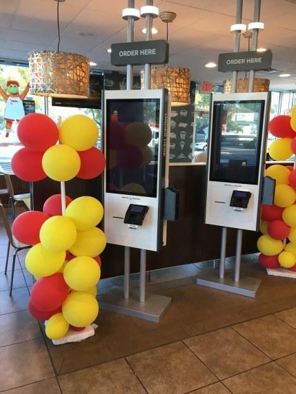 맥도날드 매장의 주문 키오스크 Kiosk Ordering System in McDonald