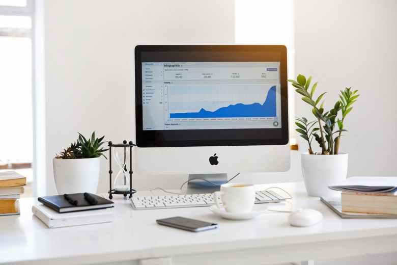 챗봇으로 인하여 온라인 채널 비즈니스는 폭발적으로 성장하고 있다. Online Channel Business is sharply growing due to introduction of Chatbot
