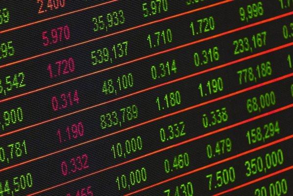 정보의 투명성으로 브로커 혹은 중간상의 역할이 줄어들고 있다. Information transparency make broker or middleman's role to be weakened