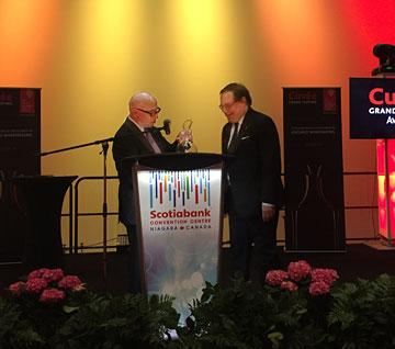 Ian d'Agata receiving the Tony Aspler Cuvée Award of Excellence