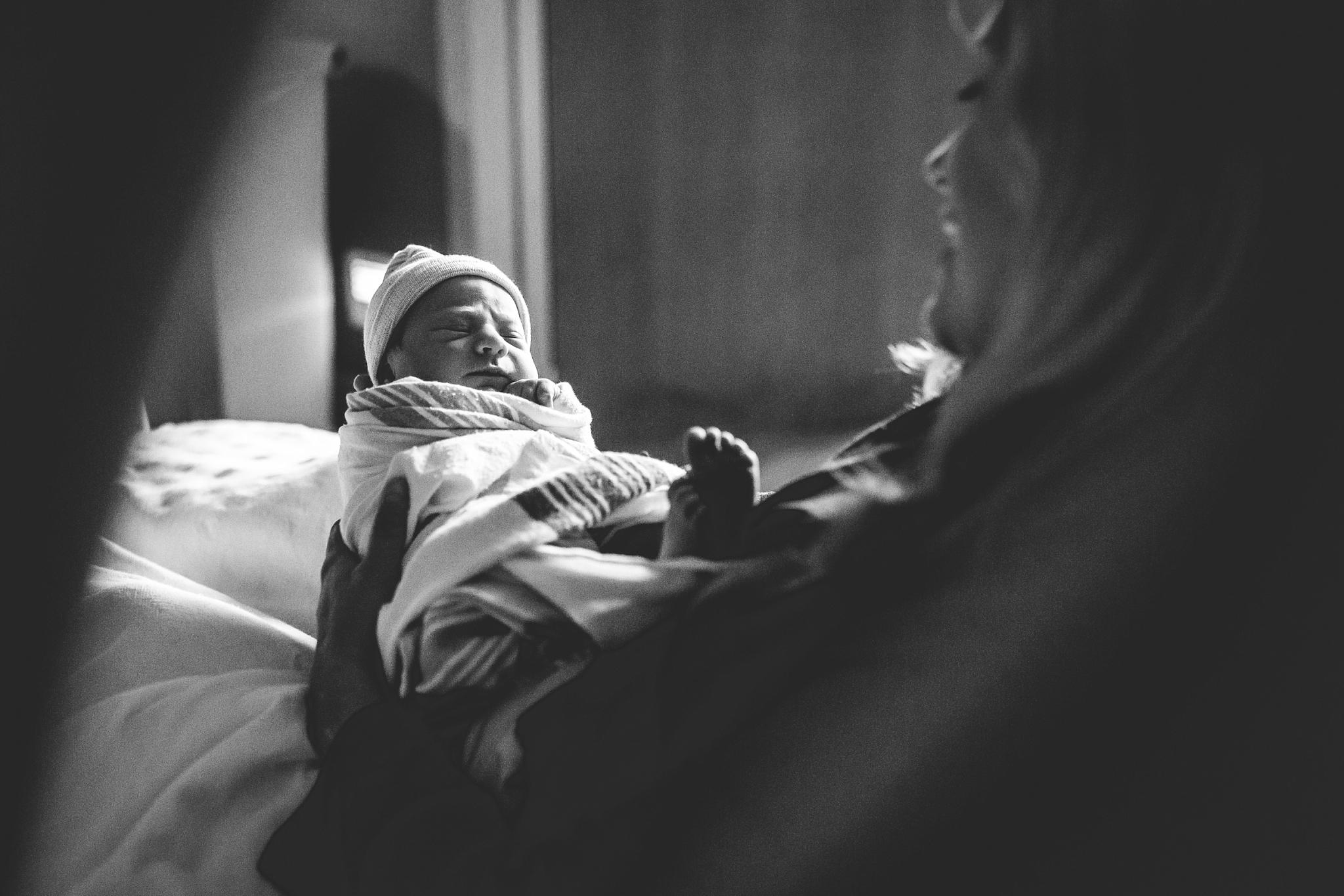 montgomery-county-md-newborn-hospital-lifestyle-photographer