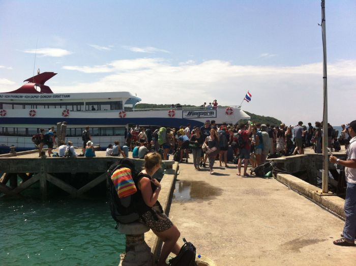 Mochileros llegando a Koh Phangan