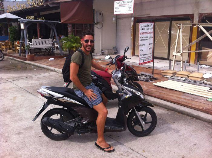 Con mi vehículo en Koh Phangan :)