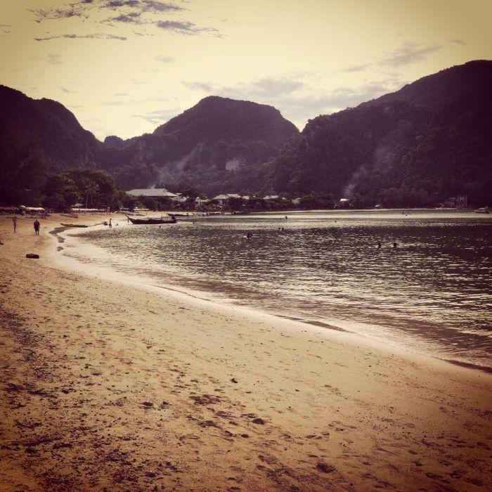 Playa Phi Phi Don con la marea baja