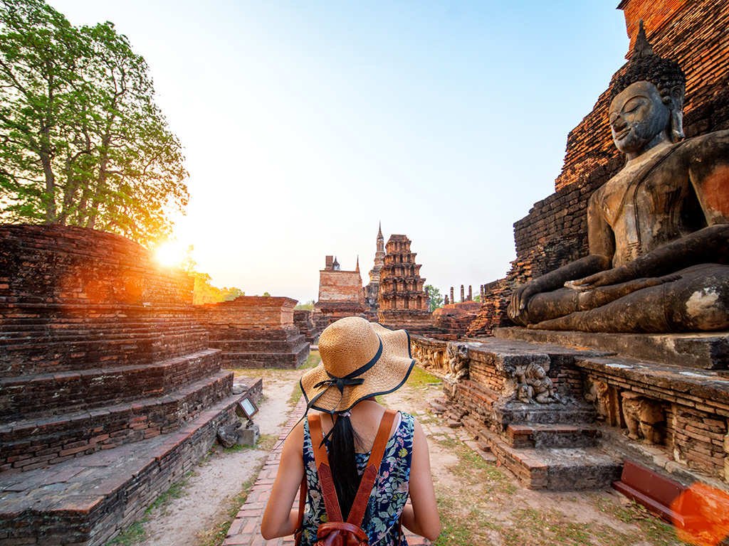 Why do foreigners love Thailand ?