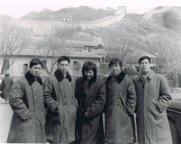 Yvonne and Chinese players at the Great Wall, Beijing 1974