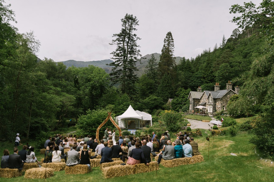 bride and groom outdoor ceremony in Snowdonia. Get married in North Wales