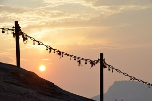 Hua-Shan-sunset-through-chains