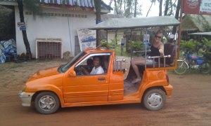 Sihanoukville-Roo-in-cute-car