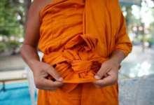 Photo of Anda Pasti Terkejut Kalau Tahu Kain Pakaian Sami Buddha Ini Diperbuat Daripada Apa