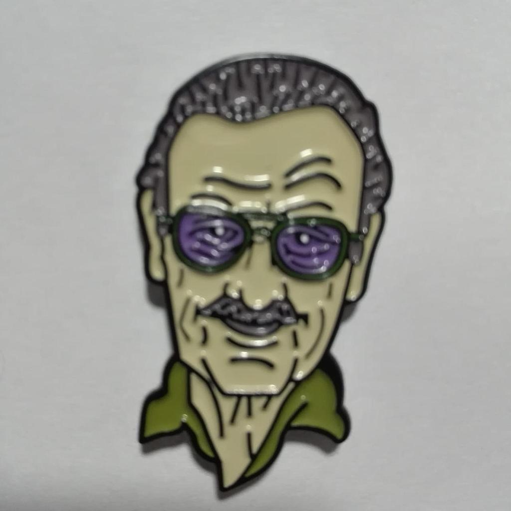 Pin Metálico Stan Lee PT Marvel Color