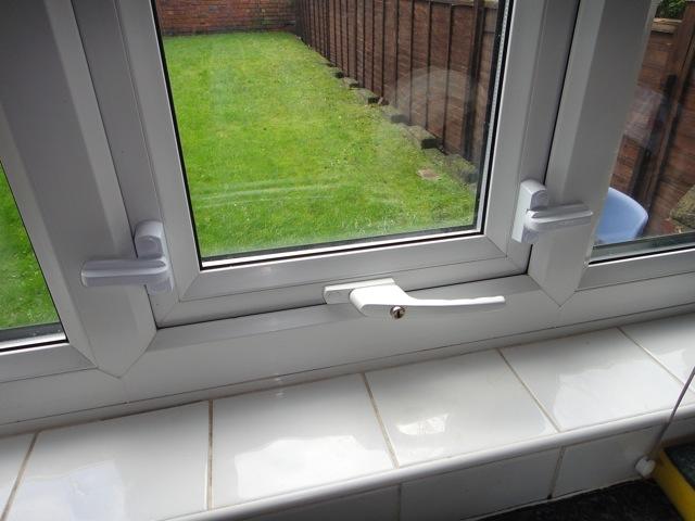 Дизайн фиксатора окна от взлома