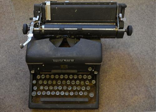 typewriter-1181813_1920