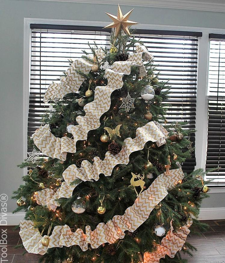 Christmas tree with DIY handmade garland- Toolbox Divas