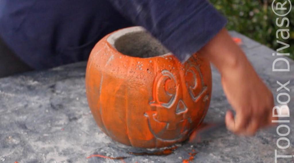 Easy Halloween DIY Project pumpkin fire pit - Toolbox Divas 8