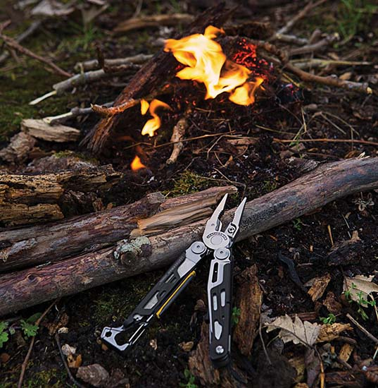 Leatherman Signal by fire