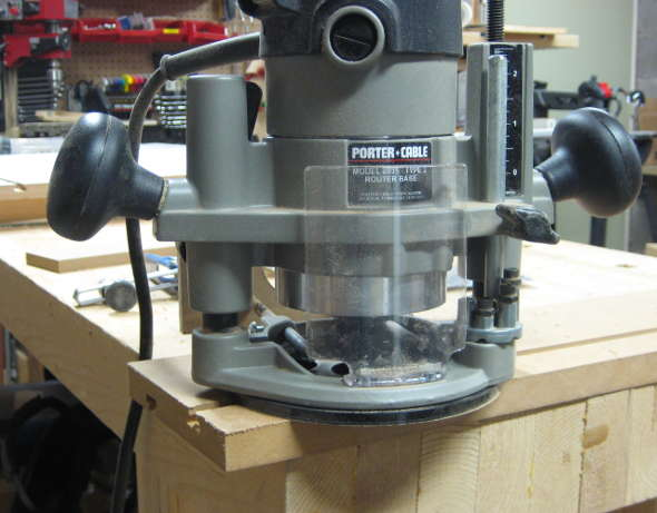 Setting the router bit depth with a pice of scrap